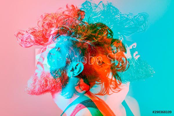 persona sobre colores vivos