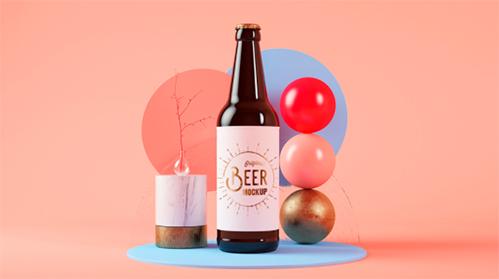 cerveza sobre formas geométricas y colores pastel